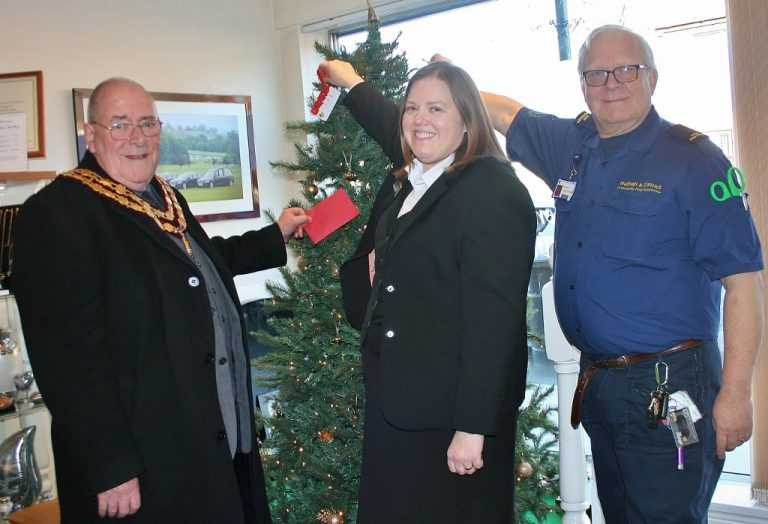 First responders set to benefit as Notts funeral firm launches annual Christmas tree appeal